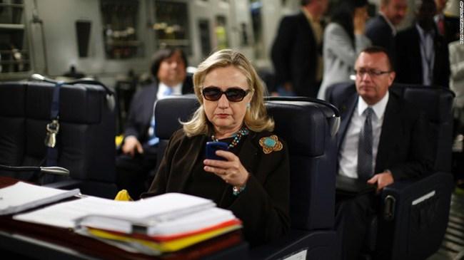 Bộ Ngoại giao Mỹ mở lại điều tra bê bối thư điện tử của bà Clinton