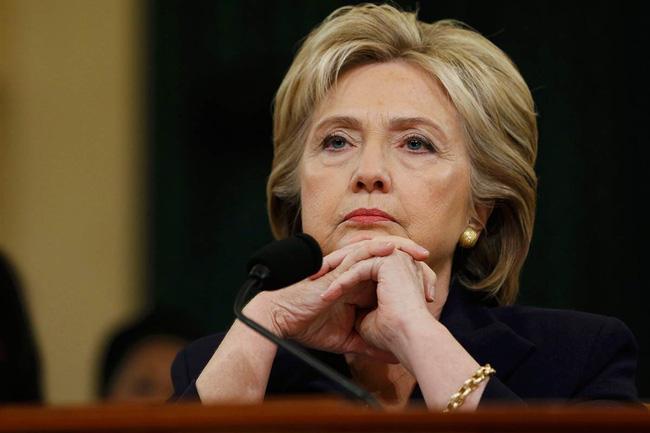 """Không riêng bà Clinton, người Mỹ ai cũng """"tham công tiếc việc"""" ngay cả khi đổ bệnh"""