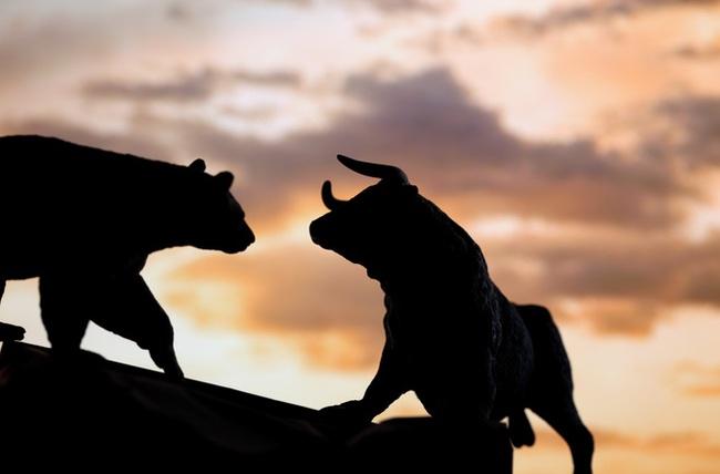 Nhiều cổ phiếu bất động sản giảm sàn, VnIndex mất mốc 660 điểm trong phiên đầu tuần