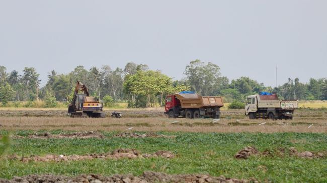 Nông dân 'vô tư' bán hàng ngàn héc ta đất mặt