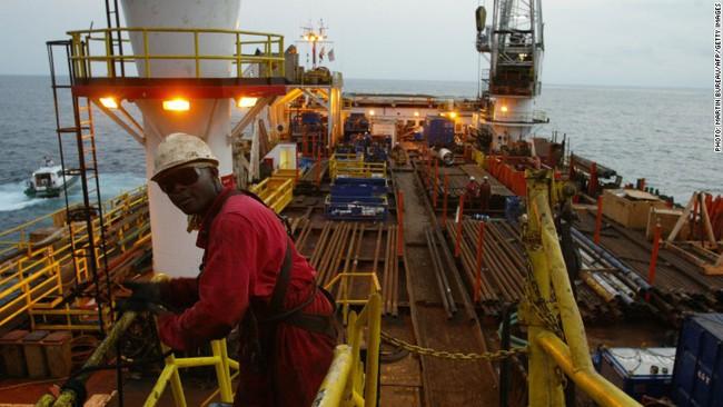Nạn nhân mới nhất của giá dầu cầu cứu IMF
