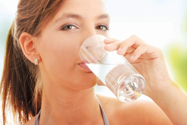 7 lợi ích không ngờ khi uống một cốc nước ấm