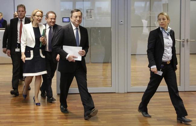 ECB hạ lãi suất tiền gửi qua đêm xuống -0,4%