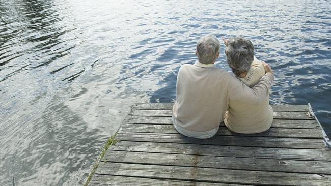Mỹ: Muốn sống lâu thì phải giàu