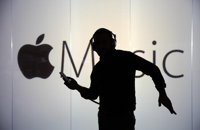 """[Chart] Mất 43 tỷ USD trong 1 giờ nhưng Apple vẫn có thể """"tự sướng"""" vì điều này"""