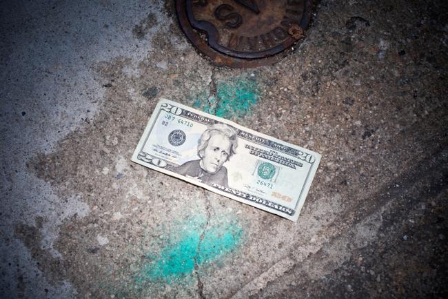 Lời khuyên của nhà kinh tế học: Muốn giàu trước hết phải may!
