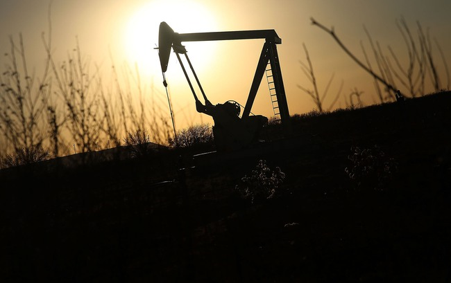 OPEC đồng ý cắt giảm sản lượng, giá dầu tăng vọt 6,5%