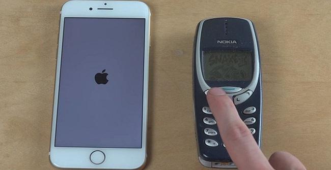"""""""Già gân"""" Nokia 3310 chạy đua cùng """"trẻ trâu"""" iPhone 7 và cái kết bất ngờ"""