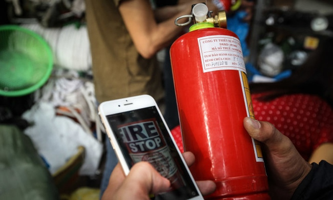 Hà Nội: Dân đổ xô đi mua bình cứu hỏa