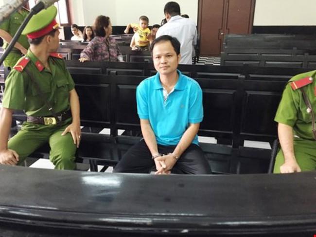 Chai nước có ruồi: Nguyên thẩm phán tòa Tối cao sẽ bào chữa cho bị cáo Minh