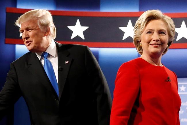 Toàn cảnh cuộc tranh cãi nảy lửa giữa Trump và Clinton qua video 90 giây