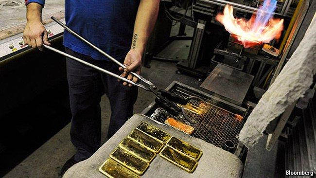 Vì sao giá vàng thế giới tăng vọt?