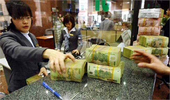 10 năm vay nợ lãi, lấy tiền gửi ngân hàng: Giàu to
