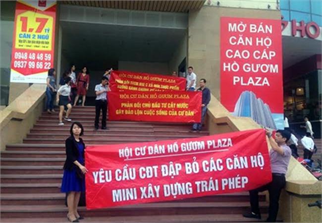 Hồ Gươm Plaza: Cư dân phẫn nộ vì chủ đầu tư cư cắt nước, cắt thang máy