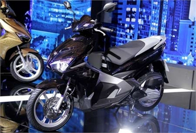 Xe máy tăng giá 50%: Đắt hơn Thái Lan cả ngàn USD