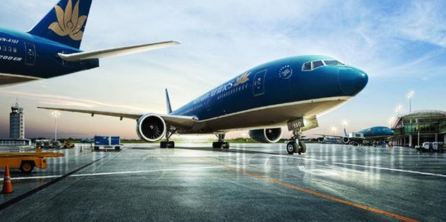 Hàng loạt chuyến bay bị chậm do bão số 2