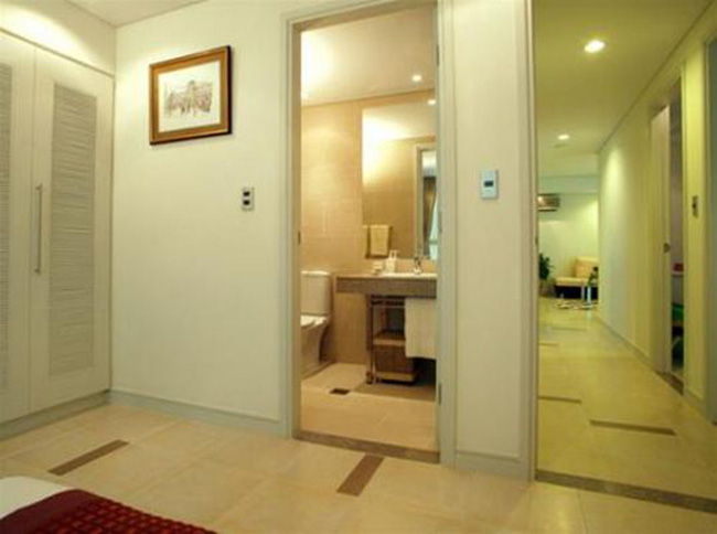 Phong thủy: Người thứ ba xen vào mối quan hệ vợ chồng khi phòng ngủ căn hộ có phòng tắm?