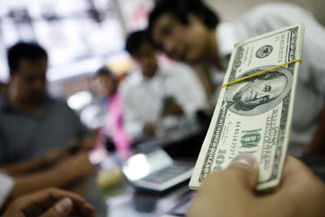 Thị trường phản ứng thế nào khi NHNN lần đầu công bố tỷ giá trung tâm?