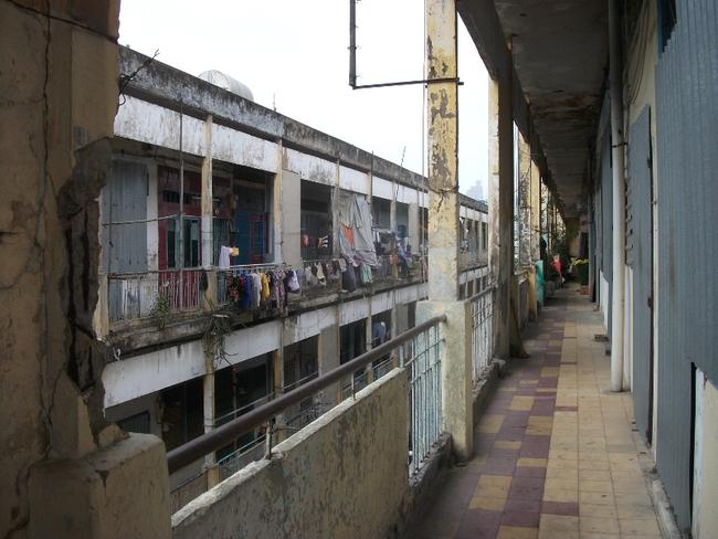 Bí thư Đinh La Thăng bất ngờ thị sát chung cư sắp sập