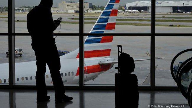 Giá dầu lao dốc, các hãng hàng không hưởng lợi còn hành khách thì không