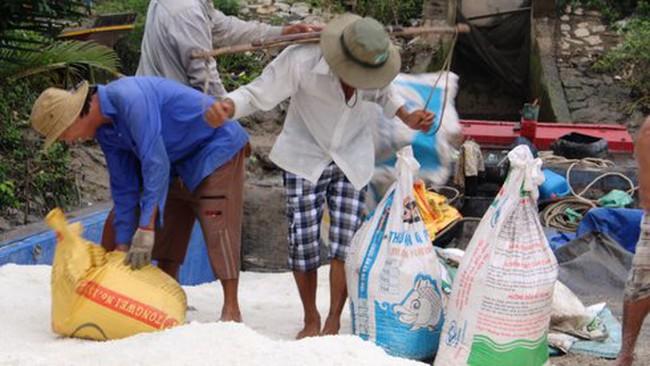Mua muối tạm trữ quá chậm