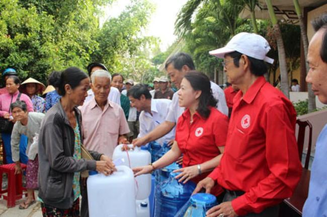 400.000 dân đang cần cứu trợ khẩn cấp nước uống