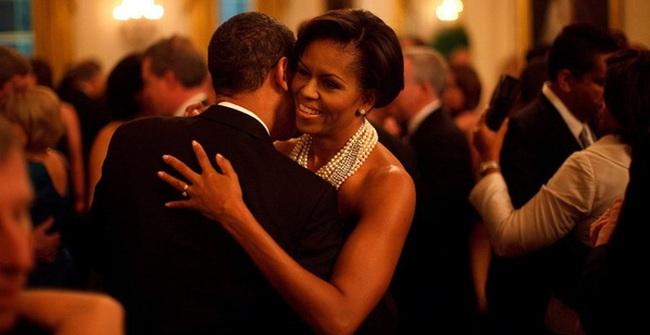 Những bức ảnh hạnh phúc đáng ghen tị của Michelle và Barack Obama
