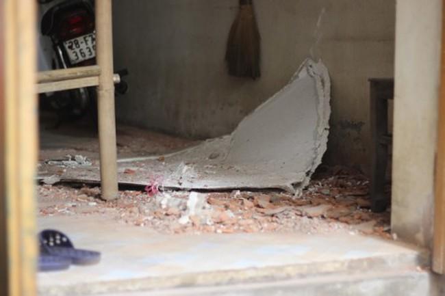 Dự án The Sun Garden - 89 Phùng Hưng làm rơi vật liệu, thủng mái nhà dân