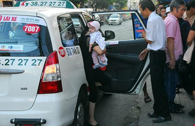 Xăng giảm sâu, cước taxi chưa nhúc nhích!