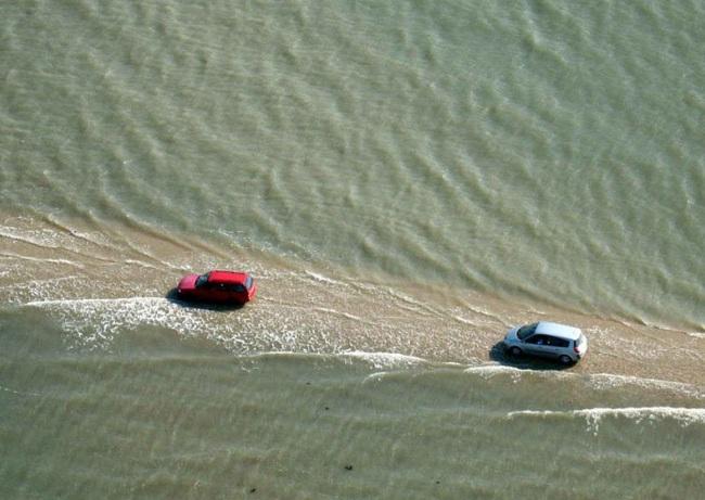 Con đường chìm dưới biển 2 lần mỗi ngày: Đẹp tuyệt vời nhưng bạn có thể mất ôtô bất cứ lúc nào