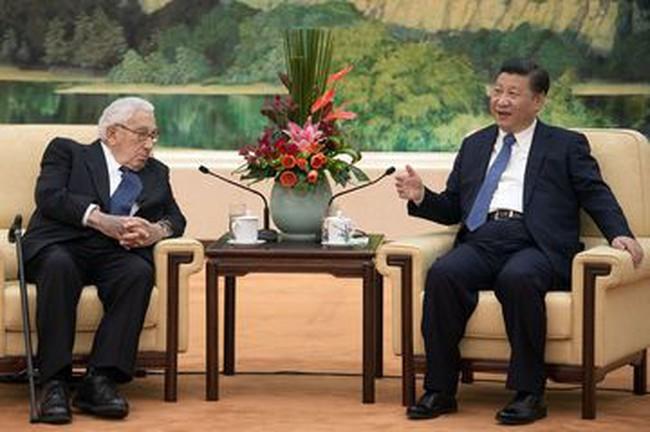 """Không hiểu nổi Donald Trump, Trung Quốc viện tới """"người bạn cũ"""" Henry Kissinger"""