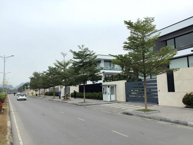 Phố biệt thự triệu đô của dân nhà giàu Quảng Ninh, ngắm là mê