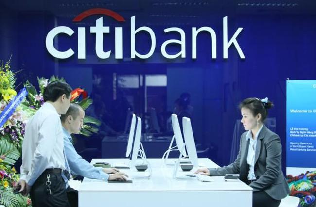 Sức ép từ ngân hàng ngoại