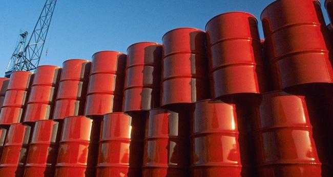 Giờ đây, giá dầu chỉ rẻ bằng 1/3 giá của chính chiếc thùng chứa chúng