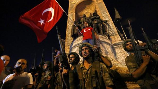 [Video] Thành phố Instabul Thổ Nhĩ Kỳ ngập trong tiếng súng