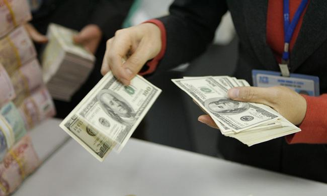Siết tín dụng ngoại tệ: Gửi, vay đều tìm cửa lách