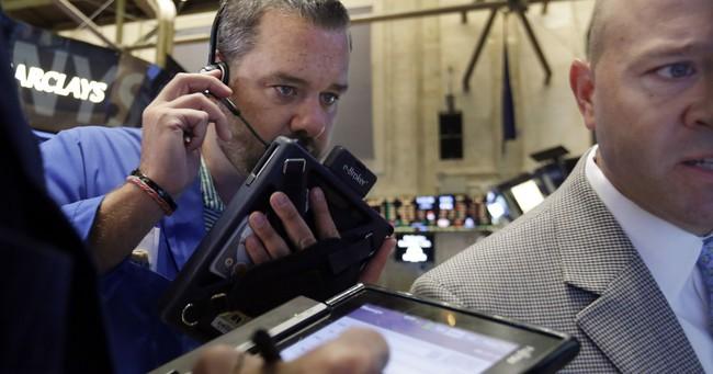 Chứng khoán Mỹ quay đầu giảm cùng giá dầu