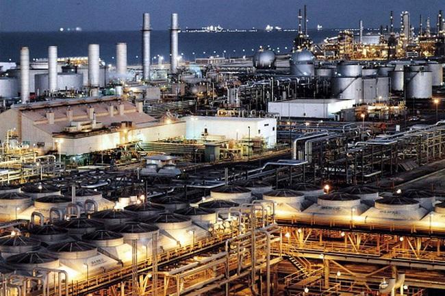Giá dầu tăng 2% khi nhà đầu tư mua cân bằng trạng thái