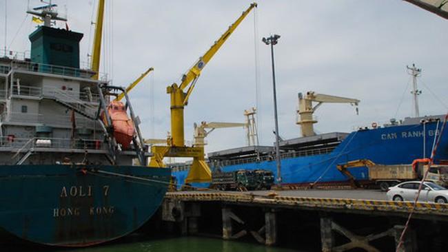 Doanh nghiệp kêu trời vì phí cảng
