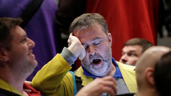 Dow Jones mất 390 điểm, dầu thô xuống gần 29 USD/thùng