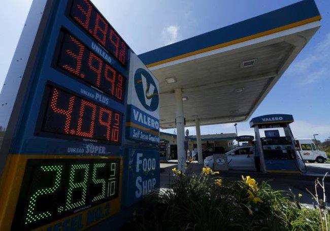 Giá dầu giảm 5% do lo ngại Brexit, nguồn cung tăng