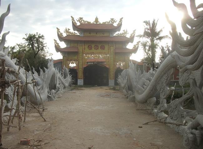 Nhà thờ tổ của Hoài Linh: Những hình ảnh chưa từng được công bố