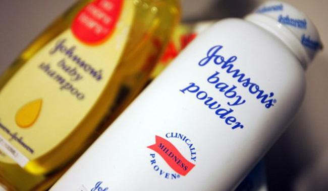 """Johnson&Johnson """"lún sâu"""" vào khủng hoảng phấn rôm"""