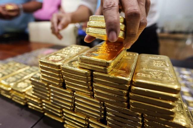 Trước thềm cuộc họp của Fed, các quỹ đua nhau bán vàng