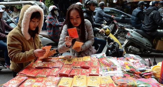 Báo Tây 'phát hoảng' với chi phí ăn Tết của người Việt