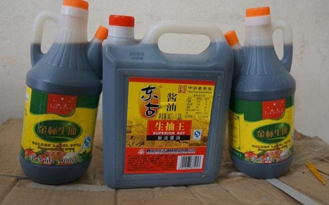 Hà Nội: Thu giữ nhiều phụ gia thực phẩm không rõ xuất xứ tại chợ Đồng Xuân