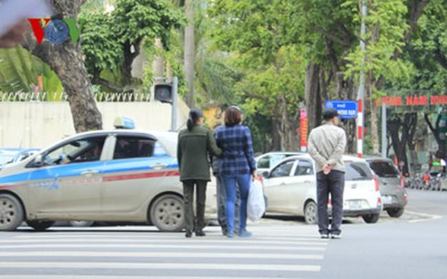 Ngày đầu xử phạt người đi bộ: Xử phạt 102 người vi phạm