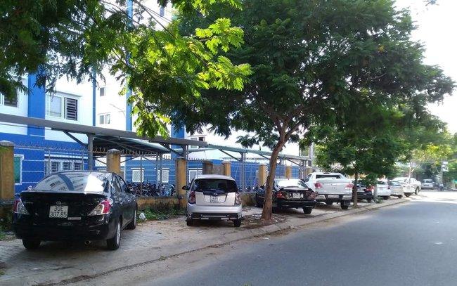 Đà Nẵng: Nghịch lý nhà ở xã hội cho người thu nhập thấp nhưng ô tô đậu kín vỉa hè, lòng đường