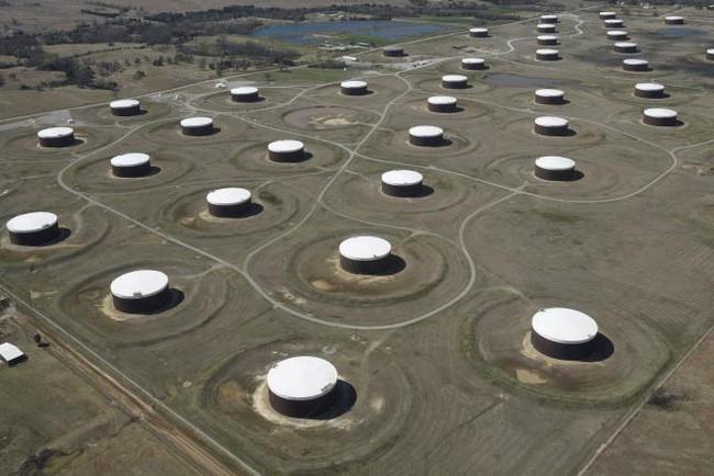 Giá dầu hồi phục khi dầu lưu kho Mỹ giảm tuần thứ 9 liên tiếp
