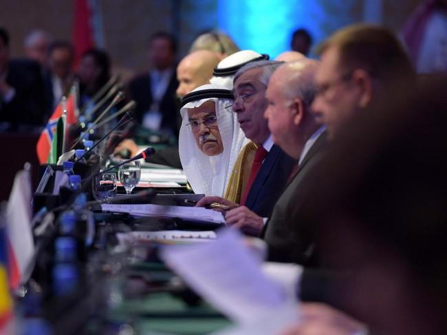 """Saudi Arabia và Nga nhất trí sẽ """"đóng băng"""" sản lượng"""